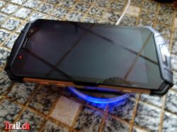 [Bild: thumb_doogee-s60-wireless-charger_16-01-...c03462.jpg]