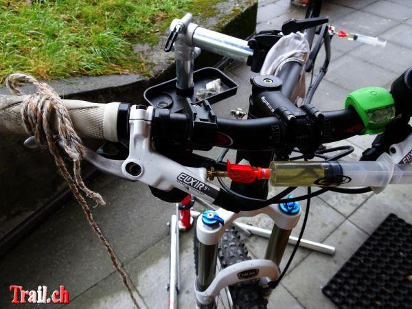 [Bild: normal_avid-bremse-entlueften_15-10-2015_dsc02348.jpg]