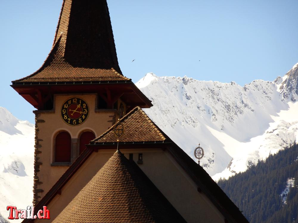 Feiertage und Christliche Feste - Kirche von Bristen mit den Urner Berggipfel